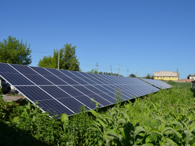 Наземная солнечная электростанция мощностью 60 кВт c cолнечными панелями Canadian 400W для экономии в г. Славянск, Донецкая область