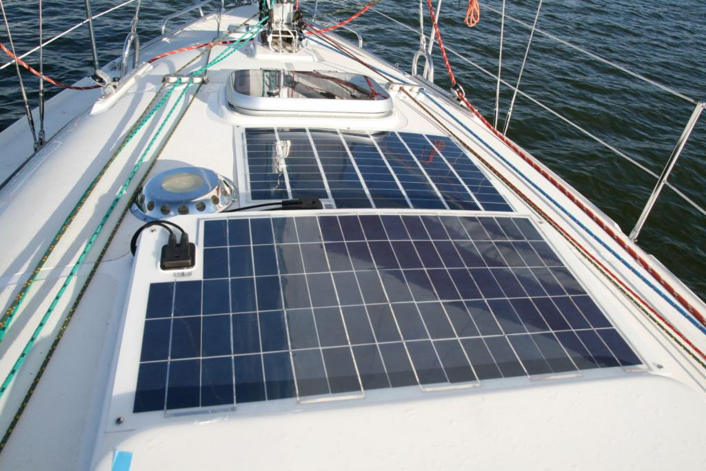 Солнечные панели – безшумное решение для яхтинга.