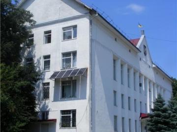 В районной администрации города Тлумач установили солнечные батареи.