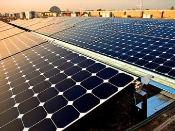 Взаимное затенение PV-модулей на плоских крышах: параметрическое исследование.