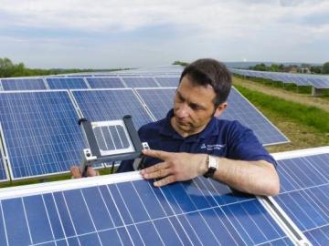 Як вигідніше купити недорогі сонячні батареї? Три способи для економії.