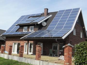 Вісім корисних порад по установці сонячних панелей на черепичних дахах