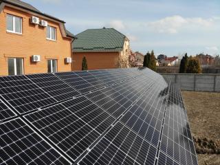 Сонячна електростанція на землі