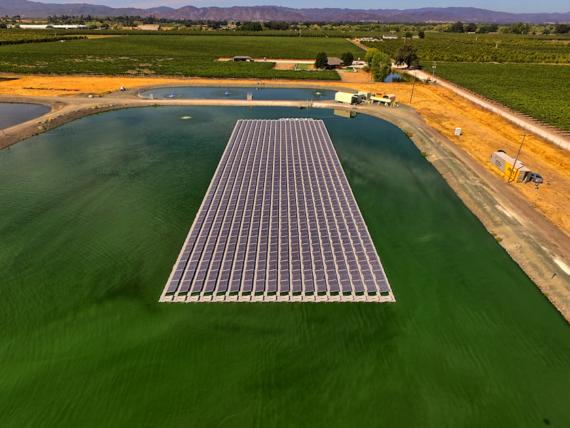Первая плавучая солнечная электростанция в Америке