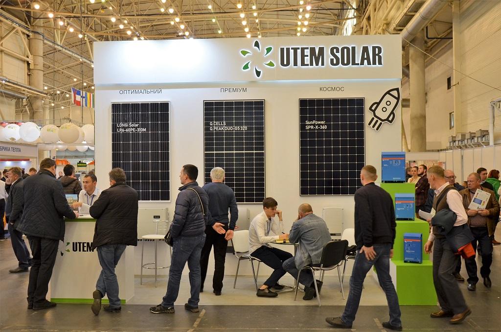 Стенда компании UTEM SOLAR с разными комплектами солнечных батарей